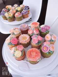 +Vanilla chocolate cupcake & Greentea chocolate flower buttercream cupcake for Mother-in-law's Birthday/wedding cupcakes/cupcake decorating tips . made by SPECIAL MOMENT Mini Cakes, Cupcake Cakes, Cupcake Decorating Tips, Beautiful Cupcakes, Floral Cake, Yummy Cupcakes, Buttercream Cake, Creative Cakes, Let Them Eat Cake