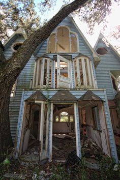 This abandoned playhouse was once an elaborate treehouse mansion  http://io9.com/this-abandoned-playhouse-was-once-an-elaborate-treehous-1415087815