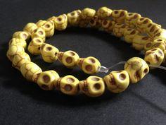 Yellow  Calaveras abalorios cuentas artesanía #jewelry por YBatchi #charms #skulls #beads $0