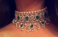 choker Gold Wedding Jewelry, Wedding Jewellery Gifts, Bridal Jewelry, Indian Jewelry Sets, India Jewelry, Pendant Jewelry, Jewelry Necklaces, Pearl Jewelry, Gold Jewelry