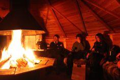 A cena attorno al fuoco nella baita nel bosco - Dinner around the fireplace in the woods (Giorgio Cossa, Kiruna)
