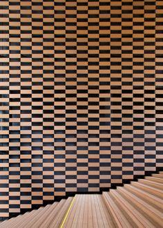 wood feature wall at Asahi Broadcasting Corporation, Fukushima-ku, Osaka, Japan by Kengo Kuma Kengo Kuma, Wood Architecture, Japanese Architecture, Architecture Details, Wall Patterns, Wall Treatments, Commercial Interiors, Architectural Elements, Interior Walls
