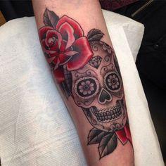 tatouage tete de mort mexicaine-noire-roses-rouges