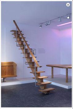 Charlotte Perriand 3 commandes particulieres. A Paris, pour la famille Monnet (1951), elle conçoit un ensemble de meubles traversés par un escalier aux proportions parfaites.  Par ANNE-MARIE FÈVRE