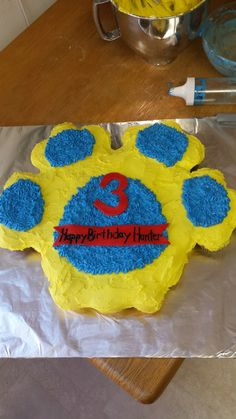 Paw Patrol puppy print cupcake cake for a birthday party