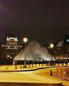 Parceria @aquelasuaviagem e @vipturismoparis -  Paris a noite é mesmo maravilhosa  Hoje foi dia de tour Paris Iluminada e mostrar os encantos desta cidade à noite é um grande privilégio... Simplesmente amo o que faço  .  #guiaturistico #guiaemparis #guiabrasileiro #pacoteturistico #viajar #travel #turismo #fotografia #transferparis #citytour #guiaviajarmelhor #maiorviagem #checkthetrip #instatravel #lugareslindos #lugaresdomundo #vidasemparedes #viajandocompoucagrana #blogueirosdeviagem…