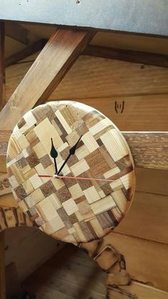 Woodworking, there's no app for that! Large Wood Clock, Wood Clocks, Diy Clock, Clock Decor, Clocks Inspiration, Kitchen Wall Clocks, Wall Clock Design, Unique Wall Clocks, Wooden Hearts