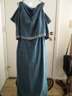Medieval Doric chiton or bog dress by FainneFindsFashions on Etsy --- If you had a movable panel over each breast it would do great for breastfeeding. And its discreet. You could even have a supportive breast belt under that to keep em from flopping around uncomfortably when put away.
