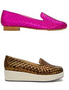 Carmelinas http://www.marie-claire.es/moda/accesorios/fotos/zapatos-planos-verano-2014-por-los-que-renunciaras-al-tacon/carmelina