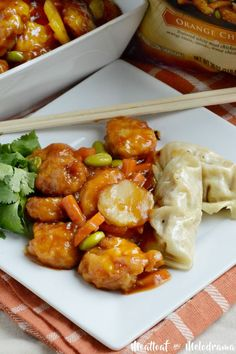 P.F. Chang's Home Menu family size orange chicken dinner is quick and easy and perfect for busy weeknights! #sponsored #WokWednesday