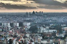 Uitzicht, wolken formaties/zonsondergang, echte stad