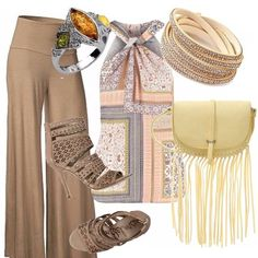 Un outfit solare ed estivo. Pantaloni larghi a vita alta. Splendido top con motivo di incrocio in una splendida fantasia. Sandali alti con borchie, borsa con frange giallo tenue, bracciale con brillantini.