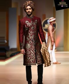 Need design inspiration for Pakistani wedding sherwani? Check out latest trendy patterns every groom who love Pakistani sherwani should try in wedding. Mens Kurta Designs, Latest Kurta Designs, Sherwani For Men Wedding, Mens Sherwani, Indian Groom Dress, Mens Ethnic Wear, Wedding Outfits For Groom, Indian Men Fashion, Gents Fashion