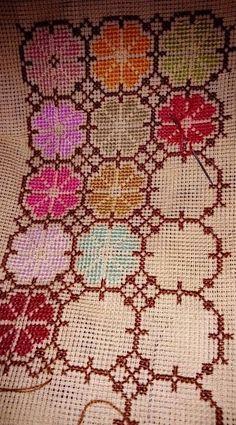 Cross Stitch Heart, Cross Stitch Borders, Cross Stitch Flowers, Cross Stitch Designs, Cross Stitch Patterns, Cross Stitch Embroidery, Hand Embroidery, Embroidery Designs, Bohemian Rug