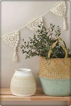 - Crochet Emma Escott's sunshine-ready beaded bunting. Crochet Emma Escott's sunshine-ready beaded bunting. Diy Crochet Projects, Crochet Diy, Love Crochet, Crochet Gifts, Crochet House, Crochet Motif, Crochet Garland, Crochet Decoration, Crochet Home Decor