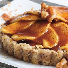 Are you looking for an interesting, healthy alternative to your traditional apple pie? This vegan, raw apple pie will delight you. It tastes great… Desserts Crus, Raw Dessert Recipes, Raw Vegan Desserts, Raw Vegan Recipes, Vegan Treats, Vegan Foods, Apple Recipes, Great Recipes, Favorite Recipes