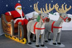 Santa and the reindeer in Lego Lego For Kids, All Lego, Lego Design, Legos, Modele Lego, Santa And His Reindeer, Santa Clause, Lego Sculptures, Lego Christmas