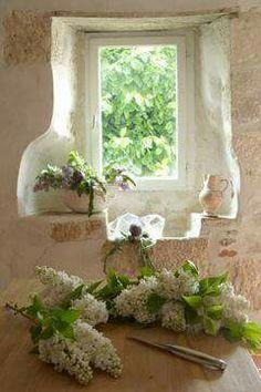 Adornada de flores la Ventana