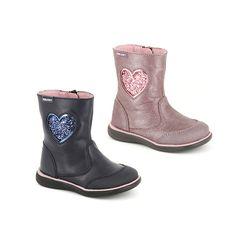 Pablosky. Bota casual de piel para niñas con corazón de purpurina y cierre de cremallera. Dispone puntera reforzada, forro absorbente inTech, plantilla verde secante y suela de goma antideslizante para asegurar una mayor adherencia. Con la tecnología Step Easy que asegura una mejor adaptación en sus primeros pasos. ¡Seguros, cómodos y modernos! #Boots #Botas #CalzadoInfantil #StepEasy #Pablosky #BootsPablosky #BotasPablosky