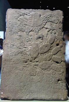 Maqueta de pirámide, tallada en piedra, parte trasera, sala mexica, MNA