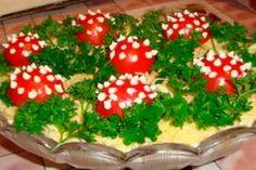 6 salate incredibil de gustoase pentru masa de sărbătoare. Uimiți-i pe cei dragi cu gustări rafinate! - Bucatarul Christmas Tree, Holiday Decor, Food, Salad Dressings, Home Decor, Salads, Homemade Home Decor, Meal, Vinaigrette
