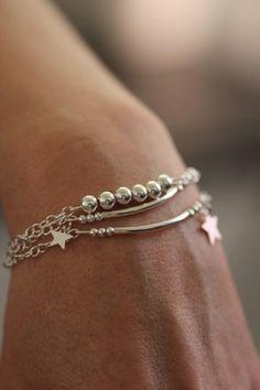 Sur commande! Délai de 3 jours!!  Ce bracelet 3 rangs est composé d'apprêts, de perles, de tubes, et de pendentifs étoiles en argent 925 le tout monté sur 3 chaînes en arge - 7537607