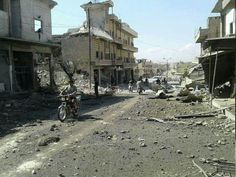 Warplanes carried out airstrikes targeting a popular market in Khan Sheykhoun town in Southern Idlib countryside