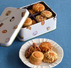 [メゾン・ド・プティ・フール] プティ・フール・セック(S缶)|グルメ・ギフトをお取り寄せ【婦人画報のおかいもの】 Cookie Packaging, Food Packaging Design, Cute Cookies, Yummy Cookies, Diet Grocery Lists, Biscuits, Cookie Gifts, Asian Desserts, Baking And Pastry