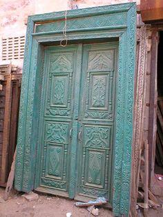 Puertas de madera en fontioso puertas antiguas de madera for Diseno de puertas de madera antiguas