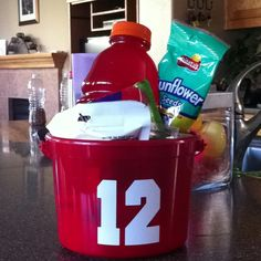 Bucket for baseball goodies. Love this idea for my teeball team. Baseball Treats, Baseball Buckets, Baseball Bases, Baseball Tips, Baseball Mom, Football, Softball Party, Baseball Party, Baseball Season