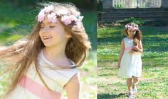 La petite fille porte une robe Julie ivoire en popeline de coton avec une ceinture rose dragée en satin de coton. Joli détail venant finaliser la tenue, avec la couronne Ophélia rose. #dress #fashion #girl #kids #flowergirl #flower #couronne #crown #boho #dress #accessoire #ceremonie #accessories #ceremony #lespetitsinclassables