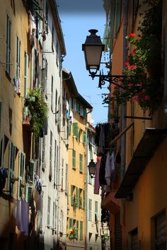 Nice alley - Nice, Provence-Alpes-Cote-dAzur> . Our tips for things to do in Nice, France: http://www.europealacarte.co.uk/blog/2011/06/09/things-to-do-nice/