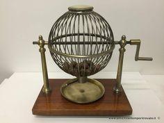 Oggettistica d`epoca - Oggetti vari Antica urna per estrazione del lotto - Antica urna francese per giochi ad estrazione Immagine n°1