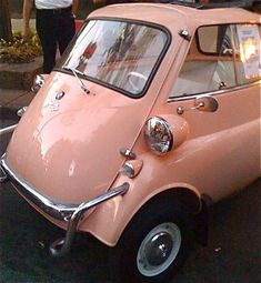 BMW Isetta - the cutest little car! Microcar, Carros Vintage, Scooter Moto, Hot Rods, 3 Bmw, Bmw Isetta, Auto Retro, Bmw Classic Cars, Cute Cars