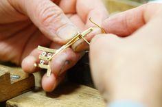 18k brooch Jewelry Making, Brooch, Stud Earrings, Brooches, Stud Earring, Jewellery Making, Make Jewelry, Earring Studs, Diy Jewelry Making