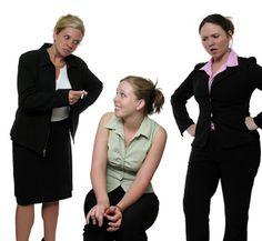 Her colleague's criticism is making her upset.    彼女は同僚に批判されて動揺している。