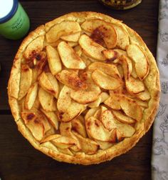 A mouth-watering pie, with excellent decoration, caramelized apple in honey and flavored with cinnamon. Cinnamon Pie, Honey And Cinnamon, Cinnamon Apples, Apple Recipes, Cake Recipes, Mango Pie, A Food, Food And Drink, Pear Pie