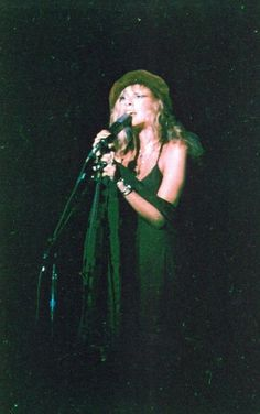 wow ~ something not often seen ~ Stevie in green ~ ☆♥❤♥☆ ~ or is it a trick of the stage lights