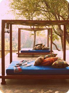 cama al aire libre decoración terraza exterior outdoor terrace bed decoration miraquechulo