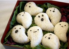 – Get Your Spook On with these Halloween Bento! – Get Your Spook On with these Halloween Bento! Bento Box Lunch For Kids, Sushi Lunch, Cute Bento Boxes, Lunch Boxes, Bento Kawaii, Cute Food, Yummy Food, Comida Disney, Bento Recipes