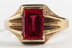 EMERALD CUT SYNTHETIC RUBY 14 KT GOLD RING : Lot 30325