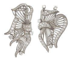 Two extraordinary art-déco diamond clips Ca. 1920/30.