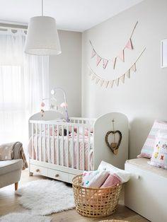 Dormitorio infantil con cuna Girl Room, Baby Room, Bassinet, Bed, Furniture, Home Decor, Flat, Renovation, Kid Bedrooms