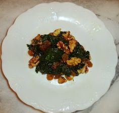 Sauteed Spinach - Spinaci saltati This recipe exemplifies Tuscan cuisine to my family. It is simple nutritious and elegant. Italian Vegetable Dishes, Italian Vegetables, Sauteed Spinach, Ratatouille, Italian Recipes, Waffles, Crafts For Kids, Food And Drink, Cooking