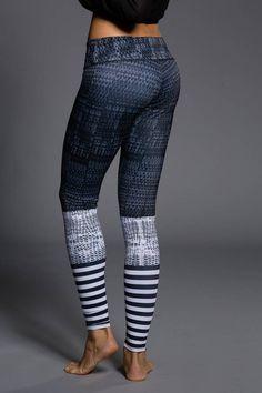 De yoga Graphic Leggings van Onzie hebben bijzondere prints. Check deze trendy yoga leggings en meer yogakleding voor ashtanga, vinyasa & hot yoga hier.