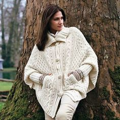 hand knitted cardigan Very warm and thick poncho suitable for winter and autumn. Knitted from soft yarn entirely handmade. Hand Knitted Sweaters, Sweater Knitting Patterns, Knitted Poncho, Knitting Designs, Hand Knitting, Poncho Cape, White Poncho, Handgestrickte Pullover, Knit Fashion