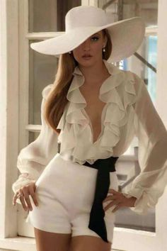 Fashion outfits elegant blouses Ideas for 2019 Trendy Fashion, Luxury Fashion, Womens Fashion, Fashion Trends, Style Fashion, Fashion 2018, Fashion Tips, Summer Blouses, Mode Outfits