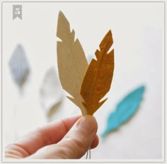diy fabric feathers (potential for really cute thanksgiving crafts) fall-fun Thanksgiving Crafts, Fall Crafts, Diy And Crafts, Crafts For Kids, Paper Crafts, Feather Template, Fabric Feathers, Fabric Flowers, Idee Diy