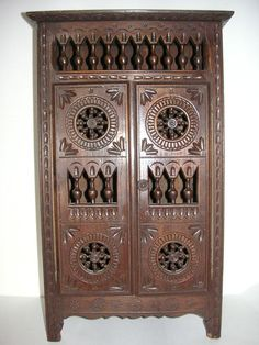 Miniature Vintage French Breton Carved Doll Wood Furniture - Wardrobe/Armoire ~18'''€ x 11''1/3 x 6''1/3