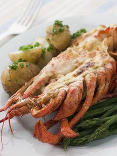The delicious Lobster Thermidor and has always been a long standing favourite of the best  chefs in France – but their secret has been let out. Our lobster thermidor recipe combines succulent and tender lobster meat with a decadent and creamy sauce, infused with white wine and fresh herbs to melt in your mouth.